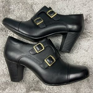 Clark's black leather ankle booties 8M